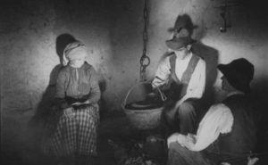 """Fotograma de """"Tierra sin pan"""" de Luis Buñuel"""
