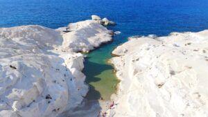 Sarakinico Beach, qué ver en Milos (Grecia). Las mejores playas
